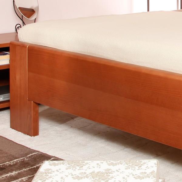 Zvýšená postel Deluxe 3 - detail předního čela, masiv buk průběžný lak č. 20 třešeň