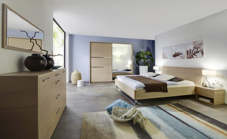 Komoda 2 dveře 4 zásuvky dýha světlý dub s postelí Elodie