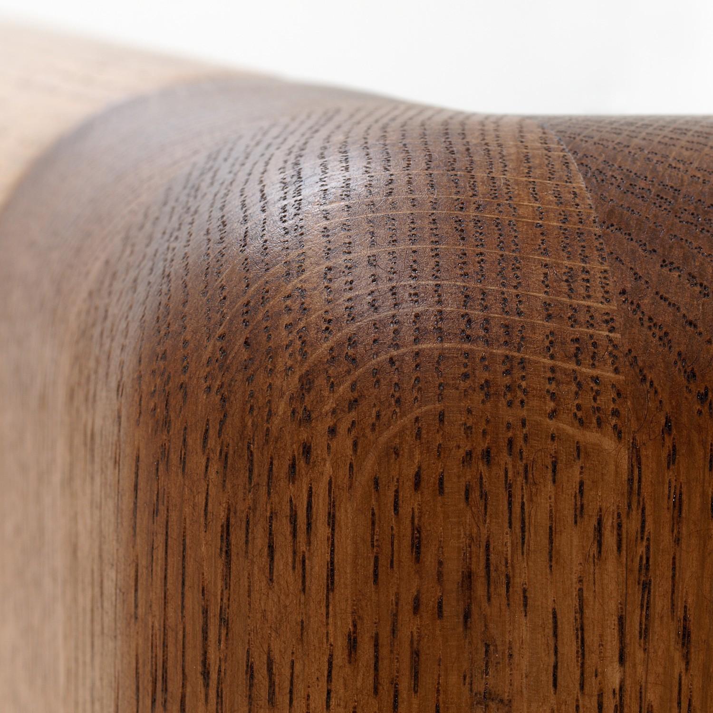 Zvýšená postel ADRIANA masiv dub - detail předního čela u nohy, dub průběžný odstín palisandr, BMB