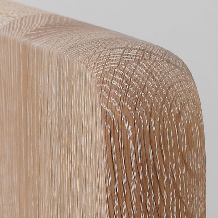Zvýšená postel ELLA MOON VÝKLOP masiv dub - detail zadního čela s oblými rohy, provedení dub průběžný bělený, BMB