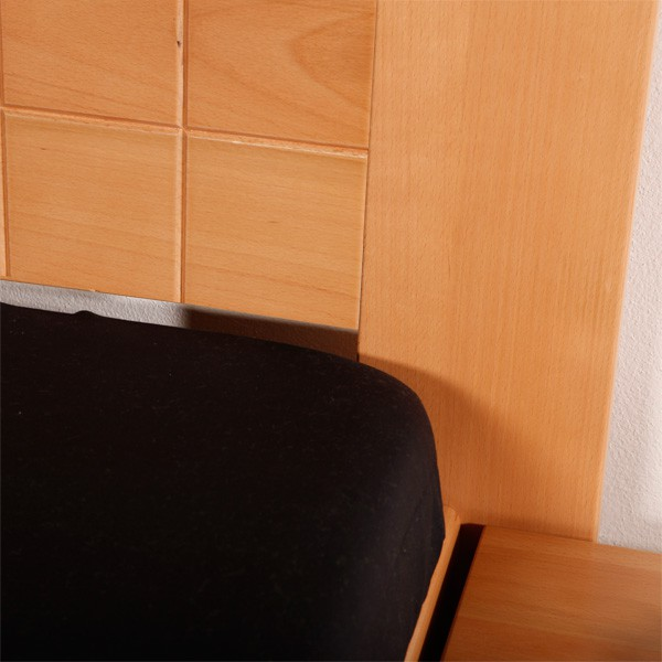 Arleta 1 - ukázka zadního čela s drážkováním ve výplni, masiv buk průběžná lamela LAK č.10 - přírodní