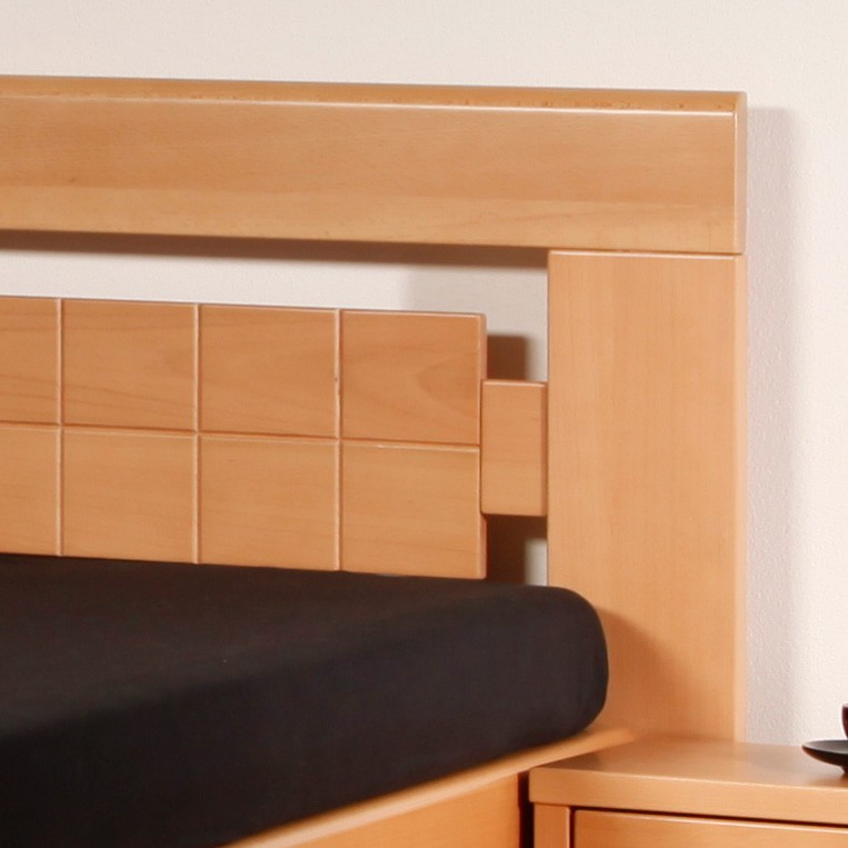 ARLETA 3 - zvýšená masivní buková postel s drážkováním ve výplni čela, masiv buk průběžná lamela LAK č.10 přírodní