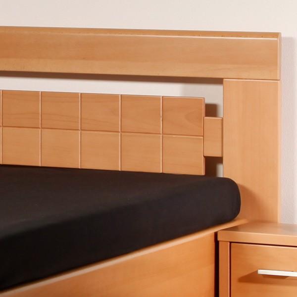 Ukázka možností drážkováním ve výplni zadního čela postele, masiv buk průběžná lamela LAK č.10 - přírodní