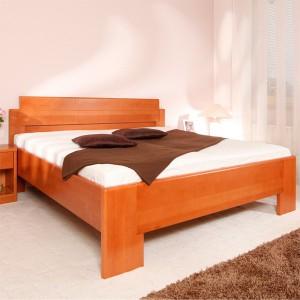 Zvýšená postel DeLuxe - detail přední nohy a zaoblených hran, masiv buk průběžná lamela LAK č. 20 třešeň