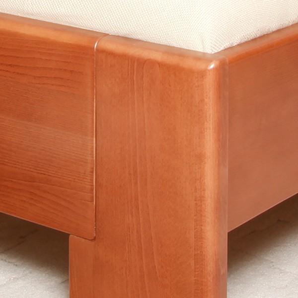 Zvýšená postel Deluxe 3 - detail přední nohy, masiv buk průběžný lak č.20 třešeň