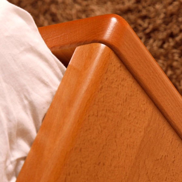 DeLuxe - detail přední nohy, masiv buk průběžná lamela LAK č. 20 - třešeň
