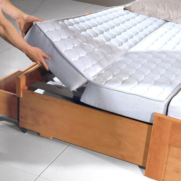 Matrace SÁVA k rozkládací posteli - ukázka rozložené opěrné matrace v potahu kombi