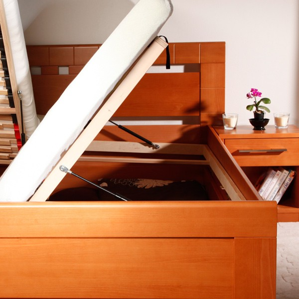 Ukázka funkce boční výklopného roštu (pro postel je použito ilustrační foto)