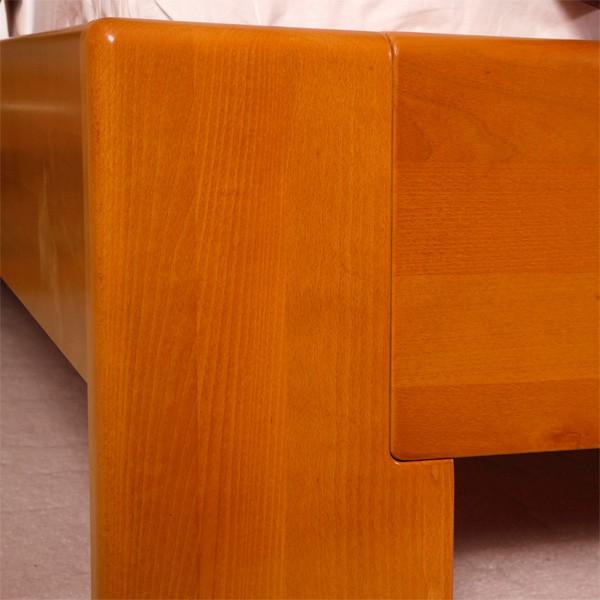 Postel DeLuxe - detail přední nohy, masiv buk průběžná lamela LAK č.10 - přírodní