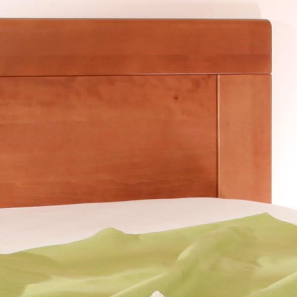 Zvýšená postel VAREZZA 7 - detail výplně zadního čela, masiv buk průběžný lak č.20 třešeň
