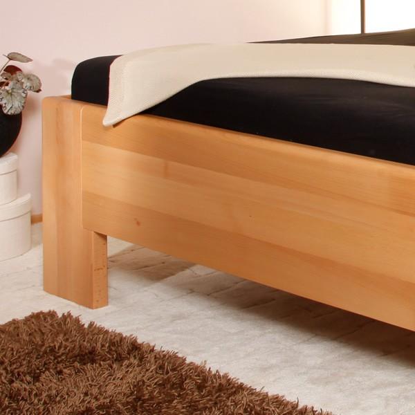 Zvýšená postel Deluxe 2 - detail předního čela a nohy, masiv buk průběžný olej č. 1 přírodní