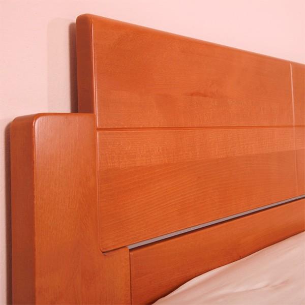 DeLuxe - detail zadního čela, masiv buk průběžná lamela LAK č. 20 - třešeň (zásuvka není v ceně postele)