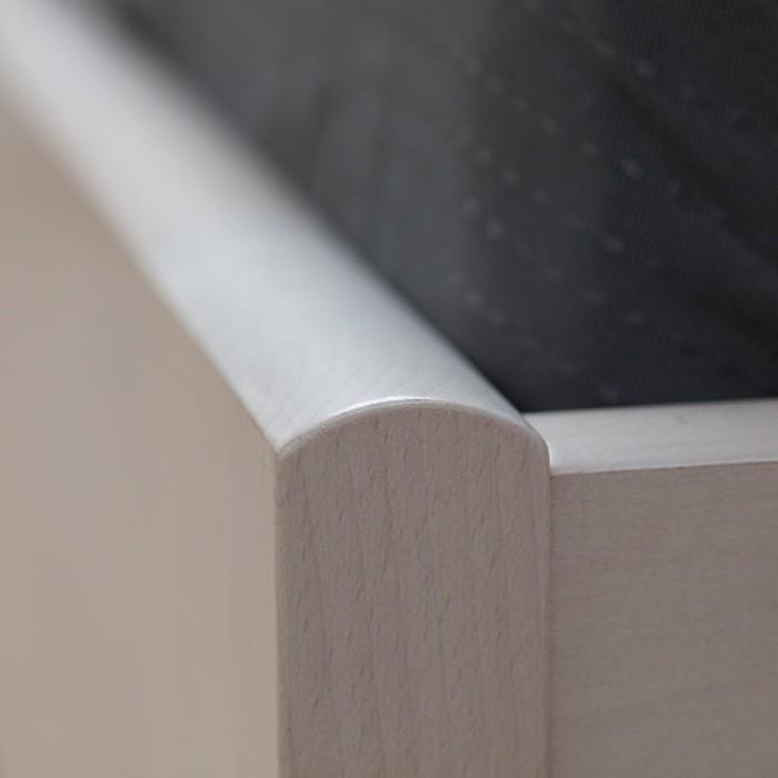 Zvýšená postel DENERYS STAR masiv buk - detail zaoblené hrany na čele postele s rovnými rohy