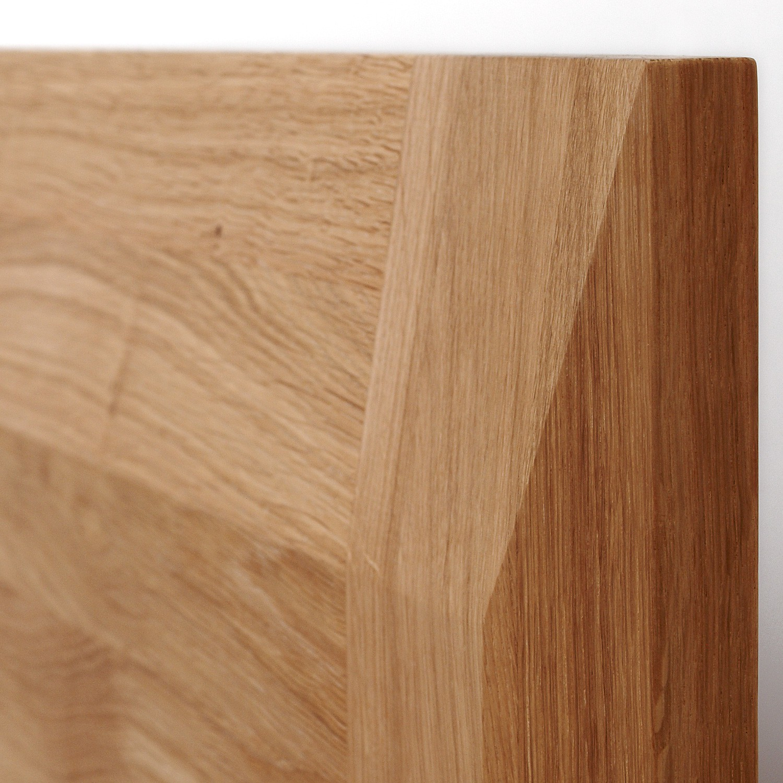 Zvýšená postel ELLA FAMILY masiv dub - detail zkosení na zadním čele, provedení dub průběžný natur, BMB