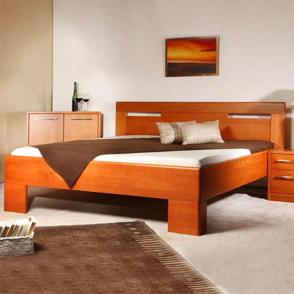 Varezza 5 - zvýšená masivní buková postel, buk průběžný LAK č.20 třešeň