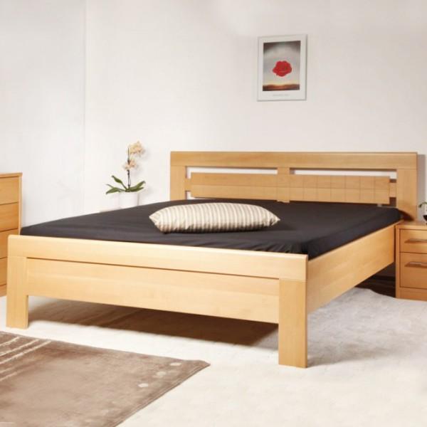 Arleta 3 - zvýšená masivní buková postel, buk průběžný LAK č.10 přírodní