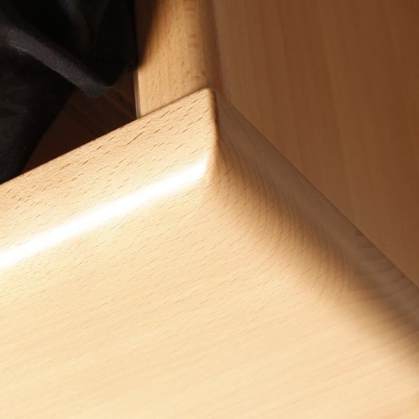 Varezza 3 - detail zaoblení hran na předním čele, masiv buk průběžná lamela LAK č.10 přírodní